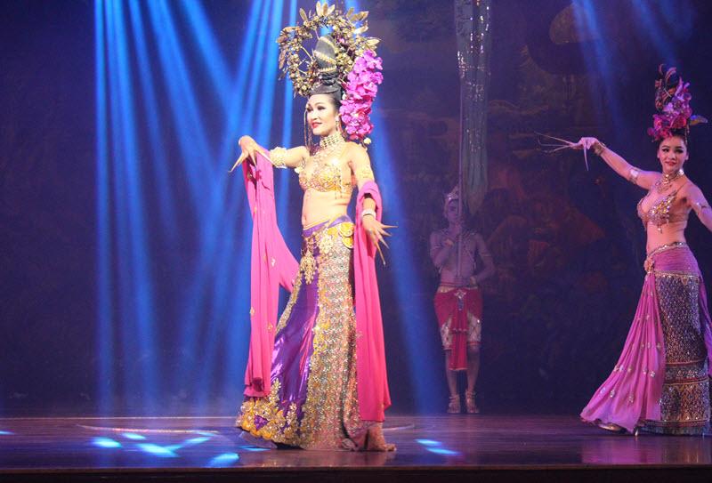 Шоу трансвеститов в Таиланде - Тиффани шоу Паттайе: видео, отзывы | 543x800